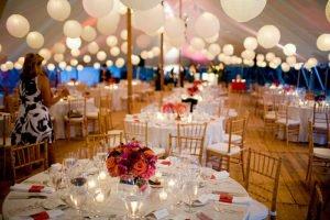 Osvětlení párty svatebního stanu